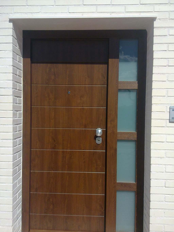 Galer a de fotos y ejemplos de puertas tecemur for Puertas de pvc exterior precios