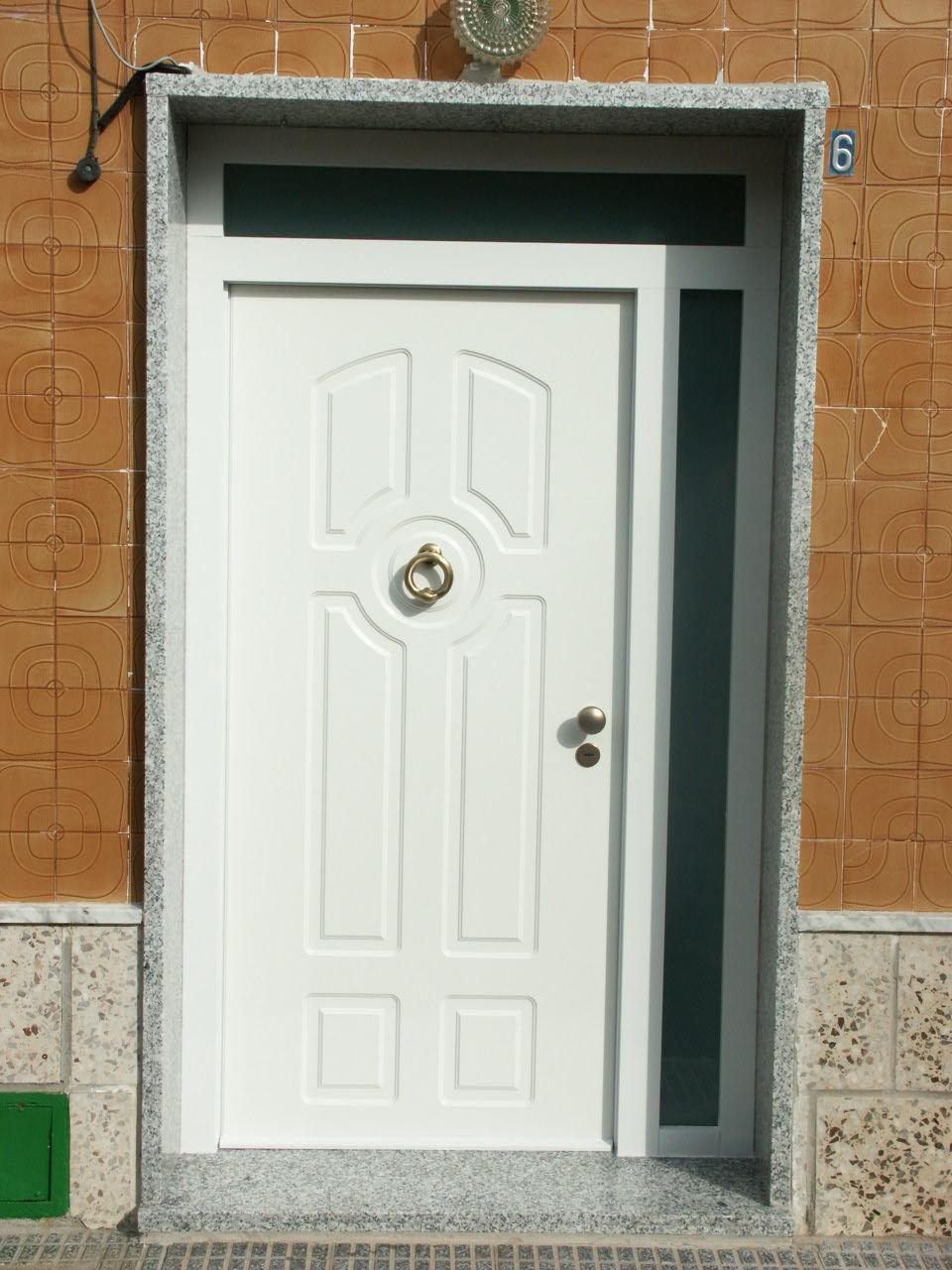 Galer a de fotos y ejemplos de puertas tecemur for Puertas exterior aluminio baratas