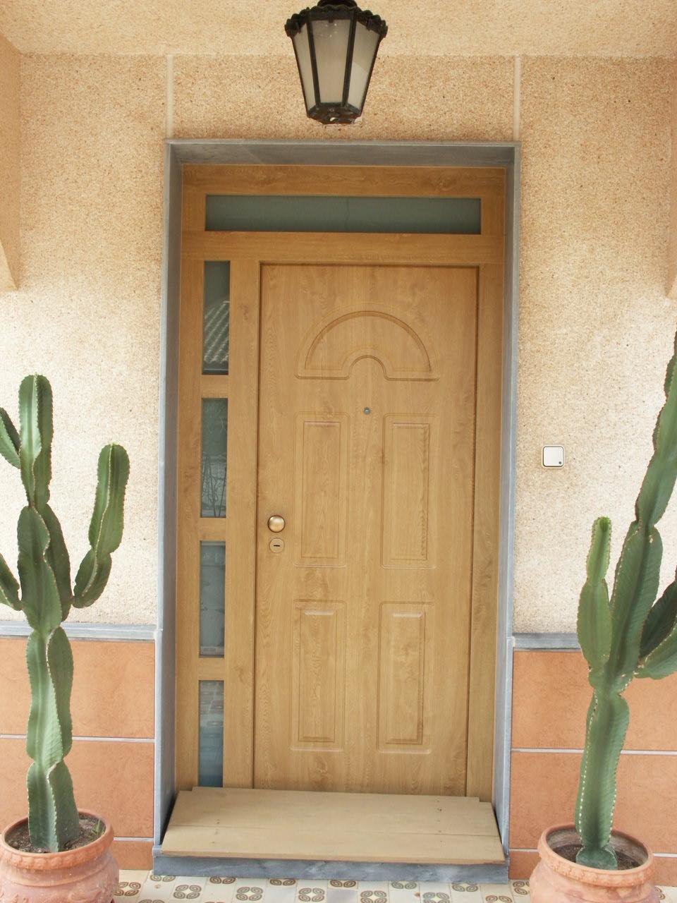 Galer a de fotos y ejemplos de puertas tecemur for Modelo de puertas para habitaciones modernas