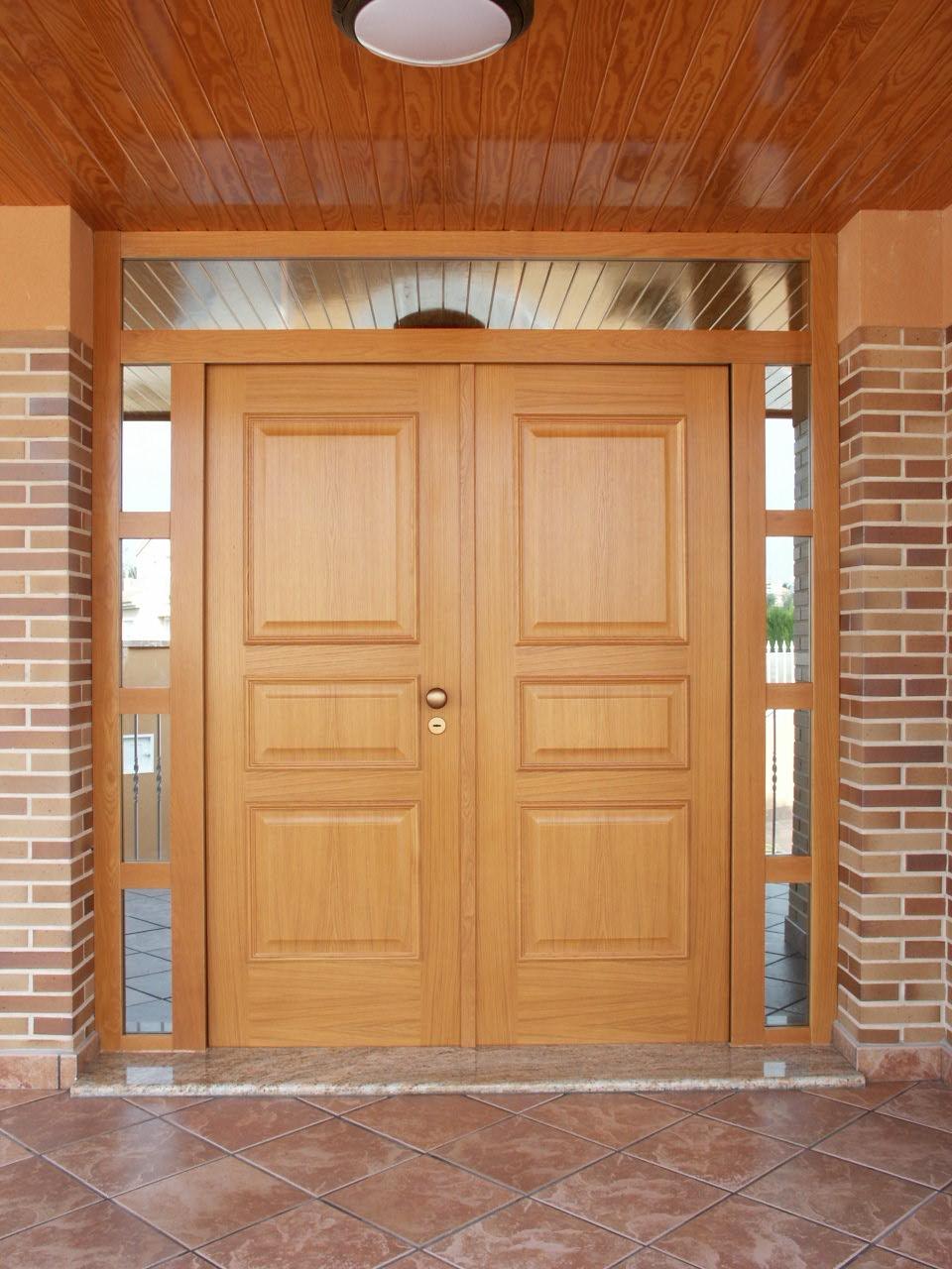 Galer a de fotos y ejemplos de puertas tecemur for Puertas dobles de madera