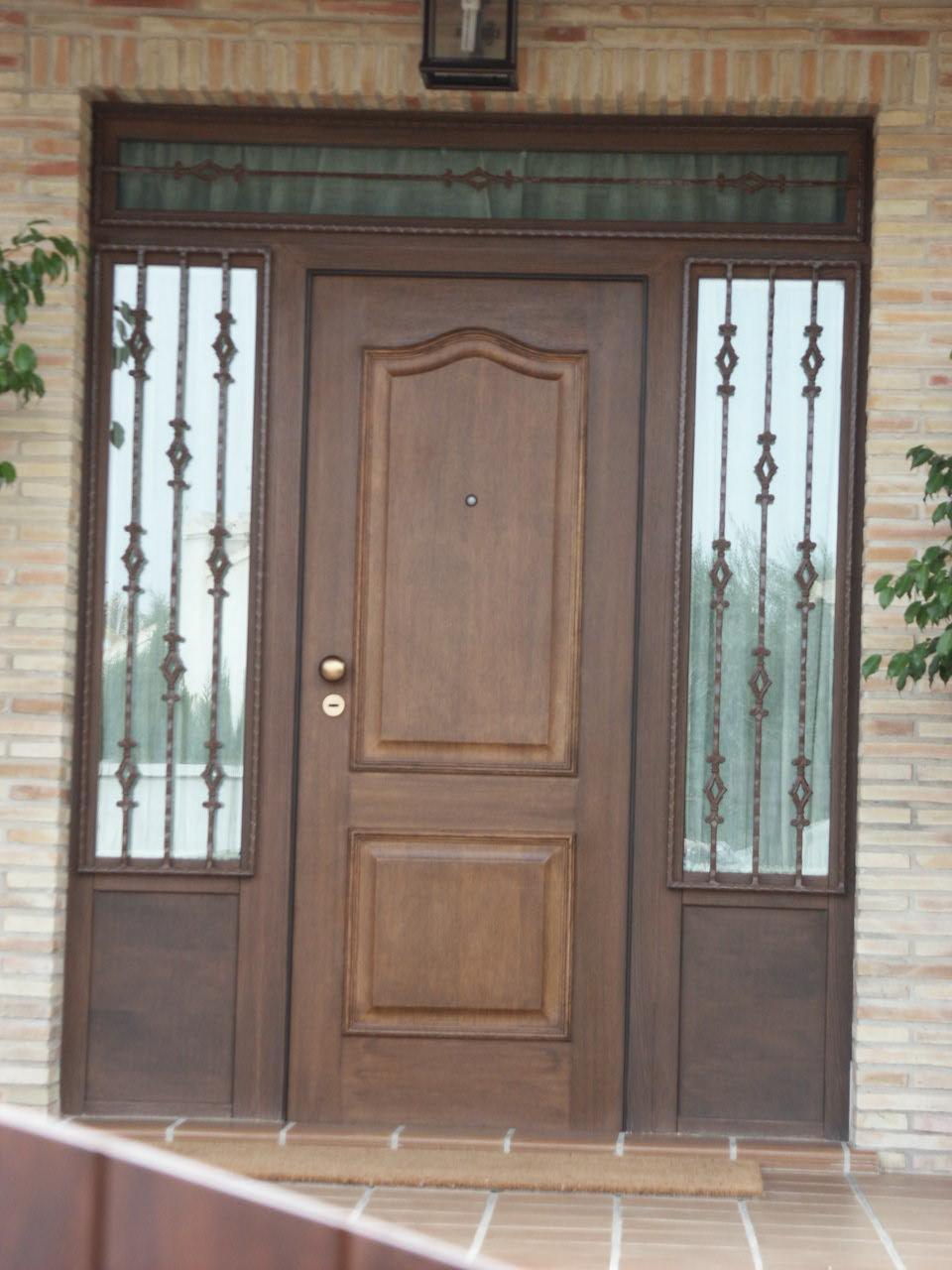 Galer a de fotos y ejemplos de puertas tecemur for Precios de puertas de madera entrada principal