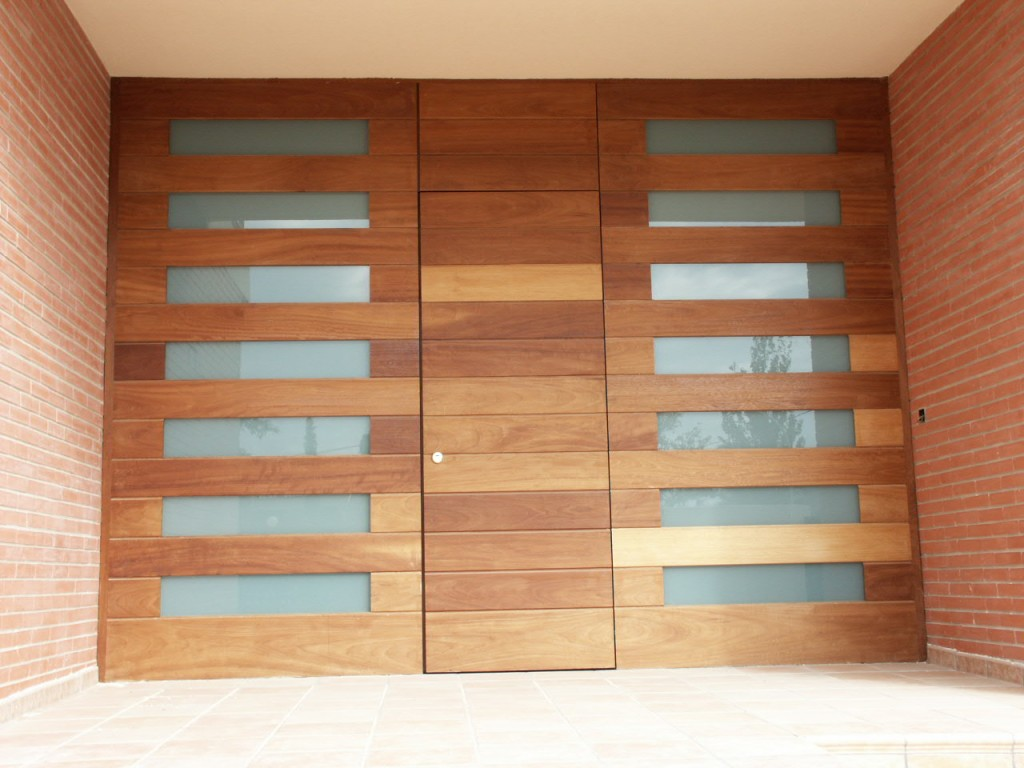 Galer a de fotos y ejemplos de puertas tecemur - Tipo de madera para exterior ...