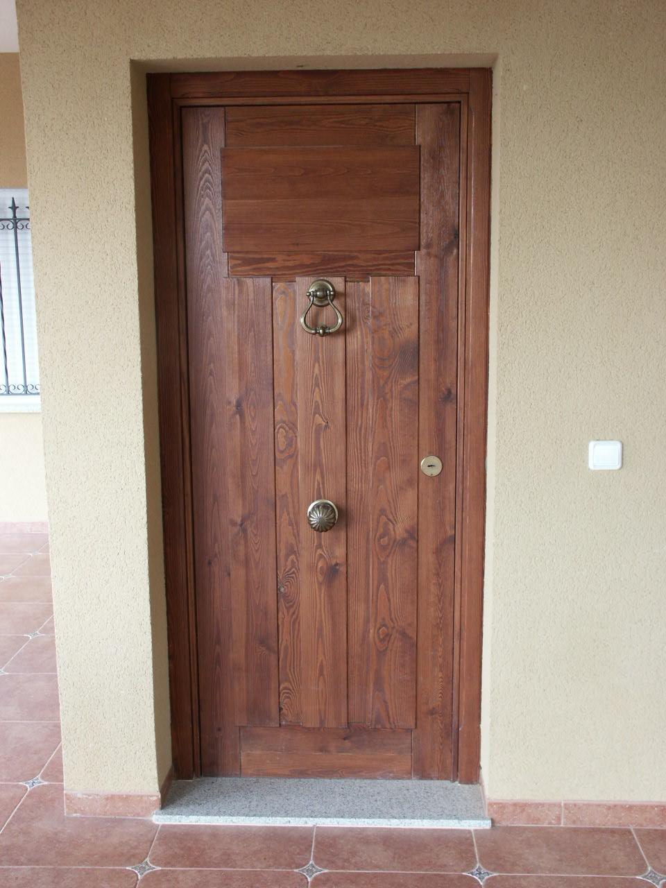 Galer a de fotos y ejemplos de puertas tecemur - Puerta de lamas ...
