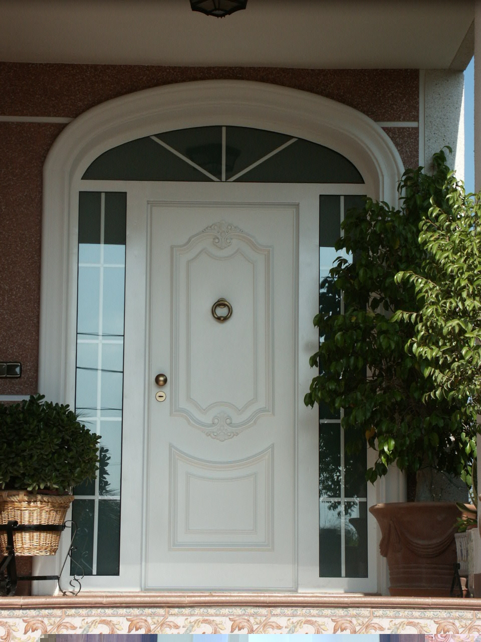 Galer a de fotos y ejemplos de puertas tecemur for Puertas en forma de arco
