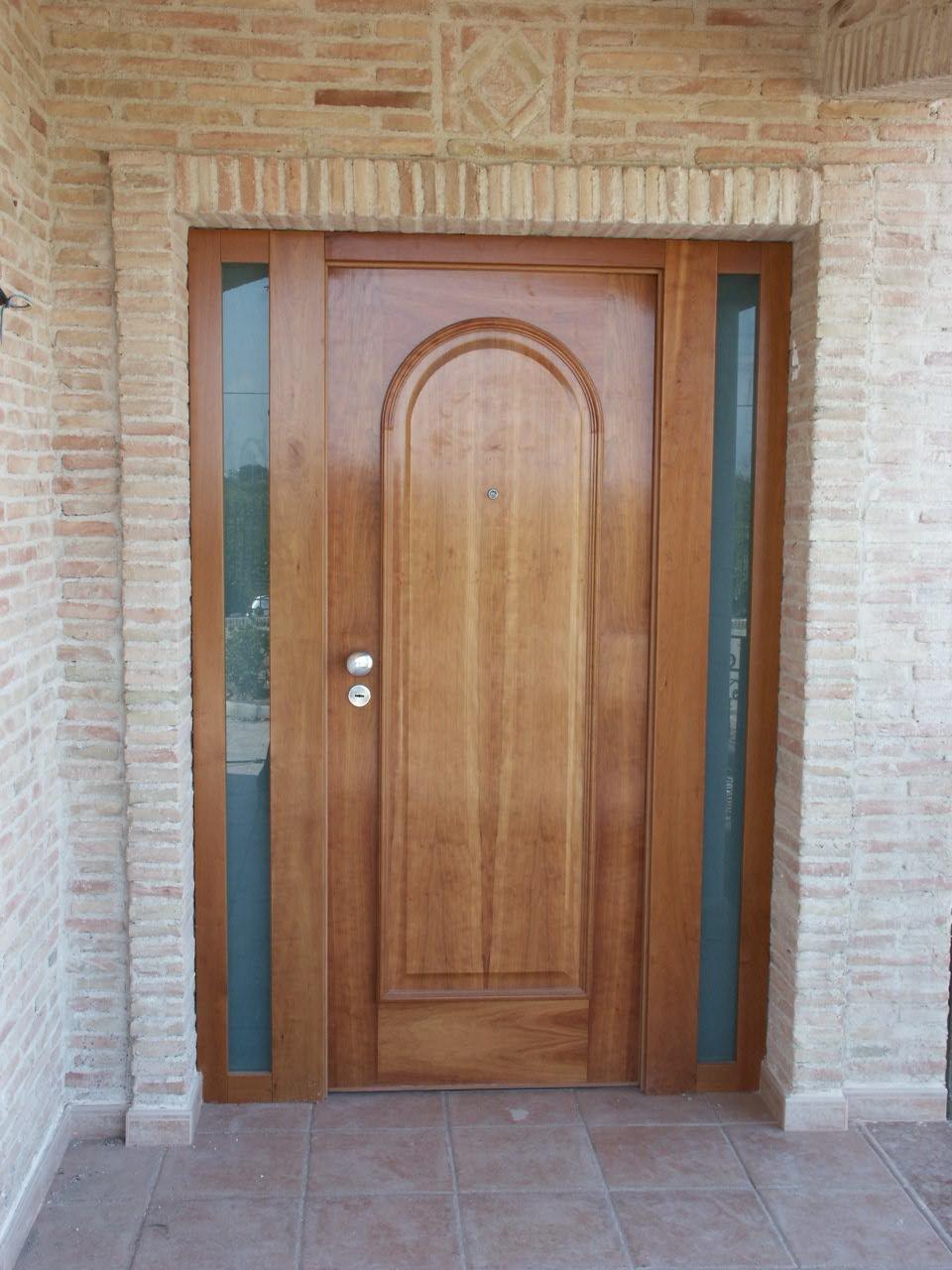 Galer a de fotos y ejemplos de puertas tecemur for Puertas de madera de ocasion