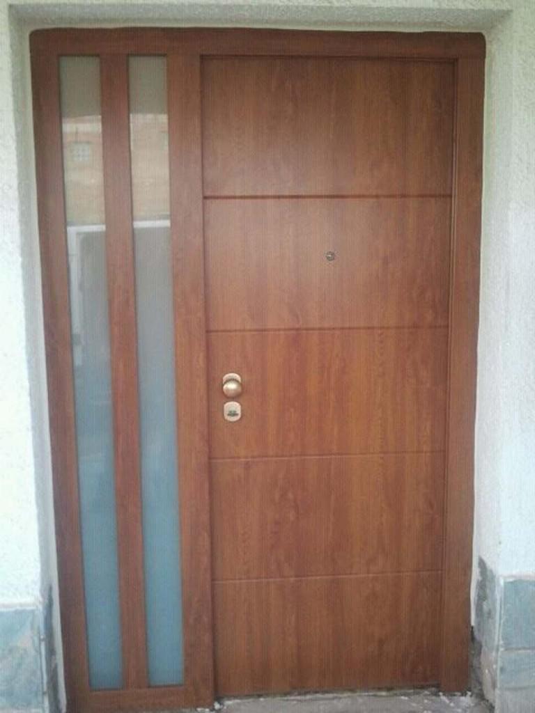 Galer a de fotos y ejemplos de puertas tecemur for Puertas de iroko exterior