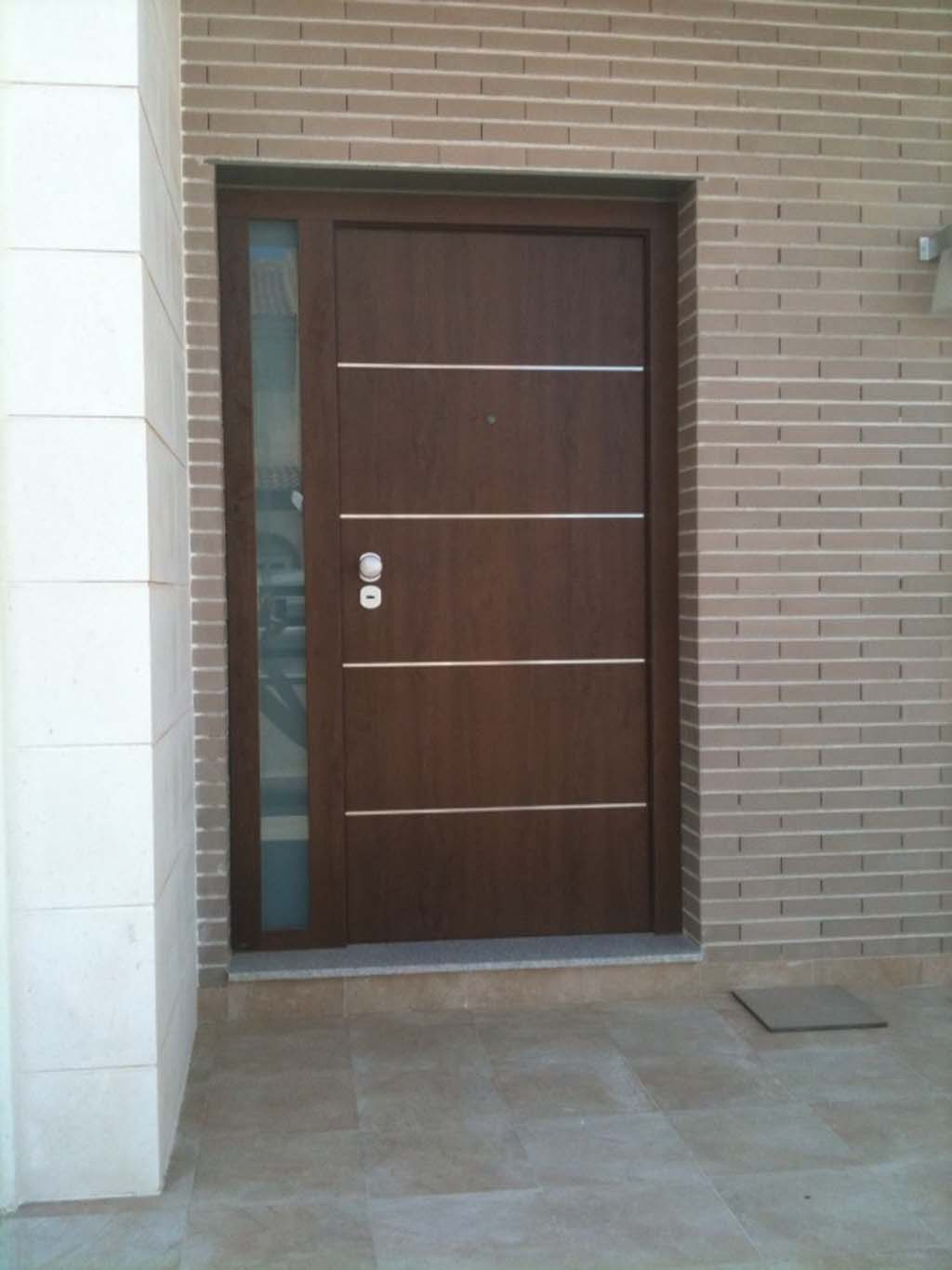 Puertas de exterior baratas awesome eco haya roma with for Puertas blindadas economicas