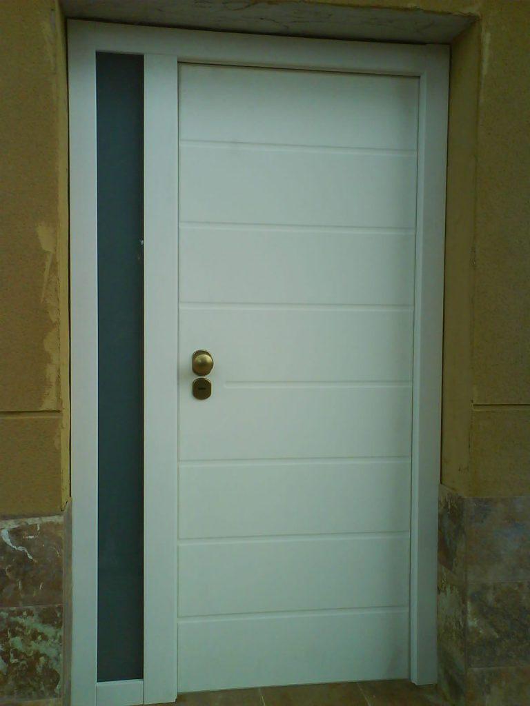 Puerta acorazada Sevilla R8 PVC blanco + fijo