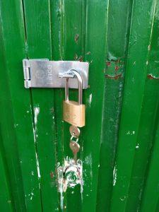 asegurar-puerta-de-doble-hoja