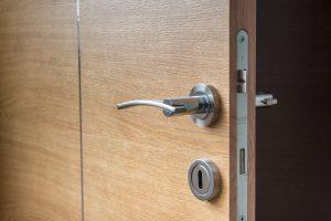 diferencia-entre-puerta-blindada-y-acorazada