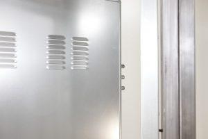 puerta acorazada kiuso trastero con rejilla